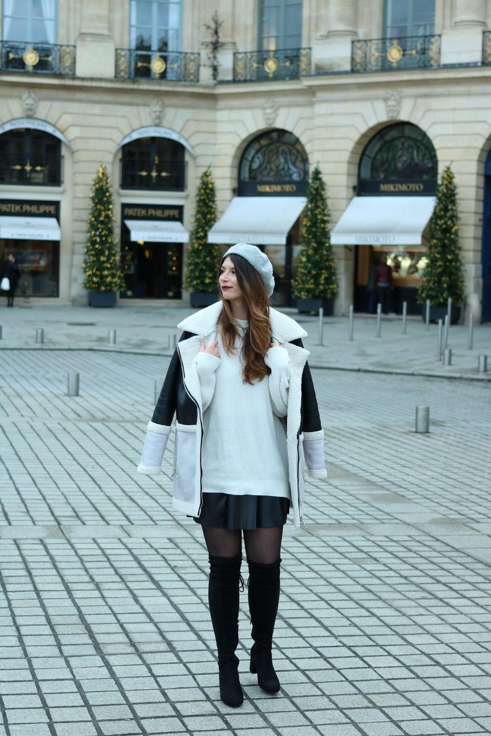Manteau Stradivarius, cuissardes, béret et jupe en cuir